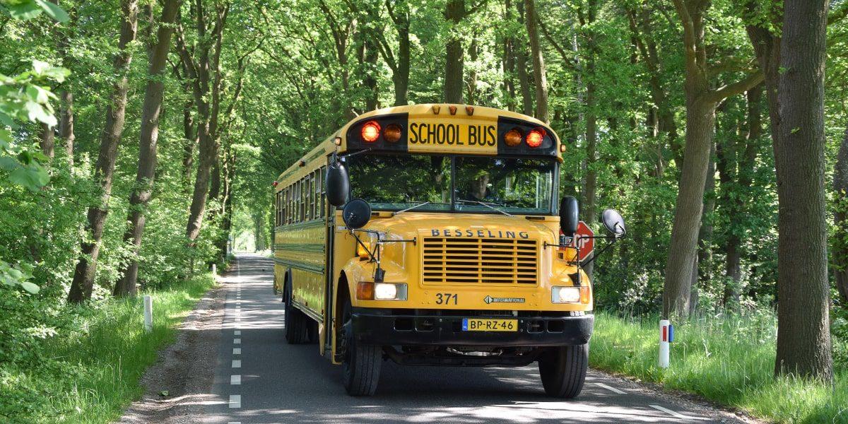 Amerikaanse schoolbus interieur American Schoolbus linksvoor